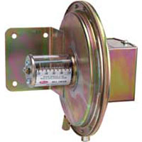 Series 1640 Floating Contact Null Switch for High and Low Actuation